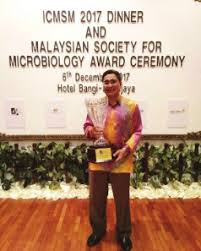 Prof Dato Dr. Mohd Ali Hassan received award at MSM2017